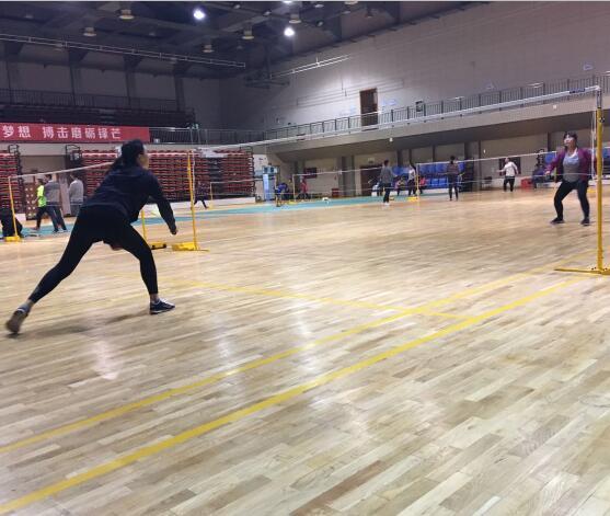 """""""羽""""你同行!---郁金香2016冬季羽毛球赛"""